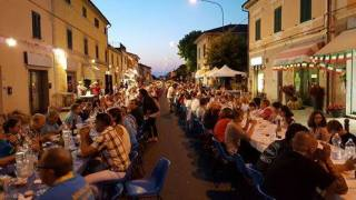 Cena in piazza a Vicarello 3