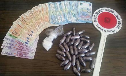 HASHISH, COCAINA E 8.000 EURO IN CONTANTI: ARRESTATO 34ENNE PLURIPREGIUDICATO. DICHIARAVA AL FISCO IMPORTI IRRISORI