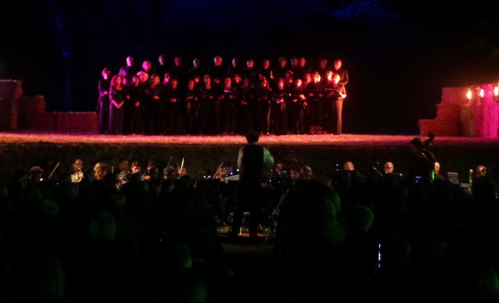 """MUSICA E PAESAGGIO: A GUASTICCE CON """"OPERA AL LAGO"""" NOTE E PANORAMA SI FONDONO IN ARMONIA"""