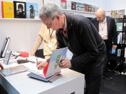 Martin Parr Booksigning presso lo stand Contrasto