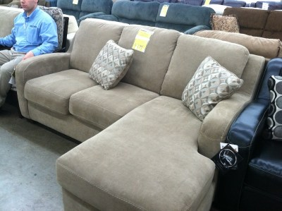 homecomfortoutlet-showroom-mancave-couch