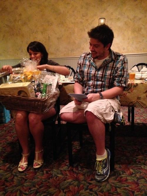 surprisebabyshower-giftbasket