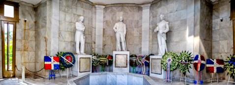 El Altar de la Patria es el lugar solemne del Parque Independencia donde reposan los retos de Juan Pablo Duarte, Francisco Del Rosario Sánchez y Ramón Matías Mella, desde el 15 de julio de 1976. Antes, estaban ubicados bajo la Puerta del Conde.