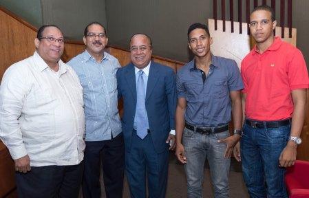 Algunas de las autoridades universitarias y figuras del deporte que se dieron cita.