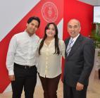 Ronald Toribio Núñez junto a sus padres.