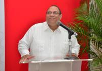Bernardo Echavarría, director de Servicios a Estudiantes, al pronunciar palabras de bienvenida.