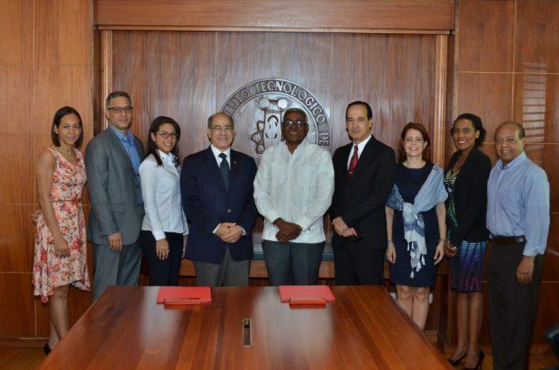 Asistentes firma de acuerdo entre INTEC y la EPSA-LABCO