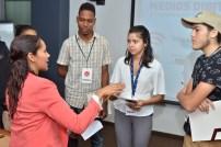 Carmen Matos instruye a los periodistas de prensa escrita.