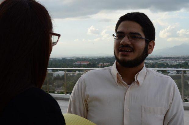 La periodista Carmen Matos conversa con Manuel Méndez.