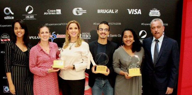 Jhonny Morales recibe el premio del público al mejor cortometraje