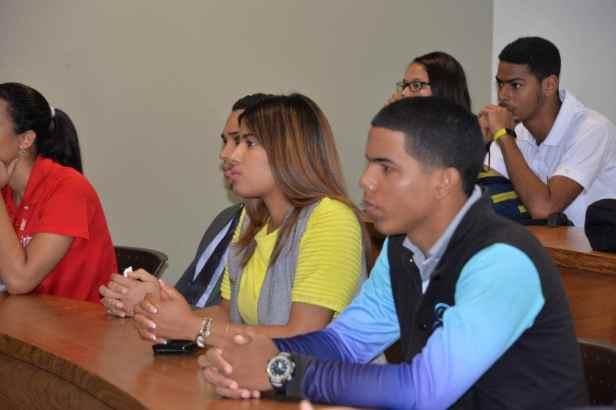 Estudiantes durante la charla Ciberseguridad-min
