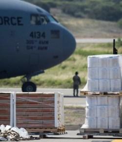 Amerikaanse vliegtuigen met hulp voor Venezuela komen aan in Colombia
