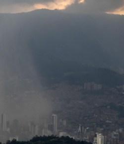 IDEAM waarschuwt voor hevige regenval in zeven departementen tijdens paasweekend