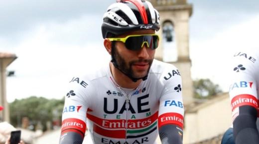 Gaviria wint derde etappe Giro d'Italia na diskwalificatie Viviani