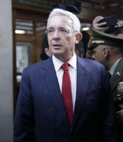 Ex-president Uribe moet getuigen in een fraudezaak
