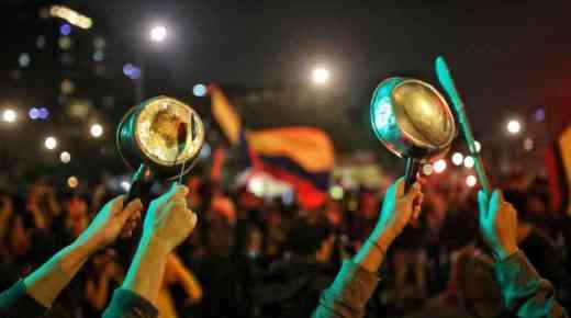Nationaal massaprotest met potten en pannen
