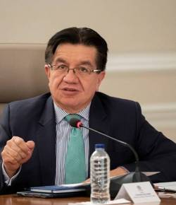 Minister van Volksgezondheid benadrukt: 'Geen verplichte coronatest bij aankomst Colombia'