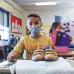 Entrega de calzado a niños de Elche