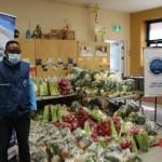 Voluntarios hacen entrega de mercados a familias en Montreal