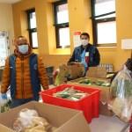 Entrega de mercados a personas afectadas por la pandemia