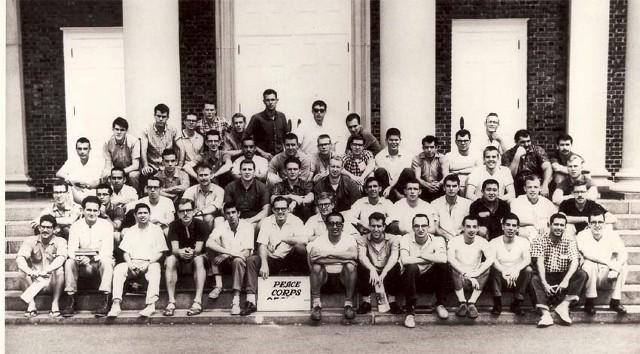 Первые волонтеры Корпуса мира, отправившиеся в Колумбию