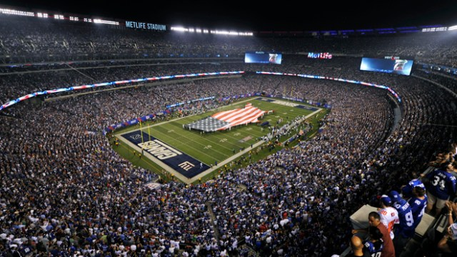 A general overall view of the Metlife Stadium as the New York Giants host the Dallas Cowboys in the opening game of the NFL football season in East Rutherford, New Jersey, September 5, 2012. REUTERS/Ray Stubblebine (UNITED STATES - Tags: SPORT FOOTBALL)