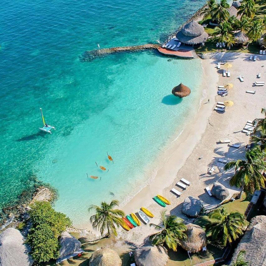 Isla de Tintipan, a 50 km al suroeste de Cartagena.