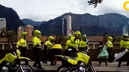 policía golpes indigenas