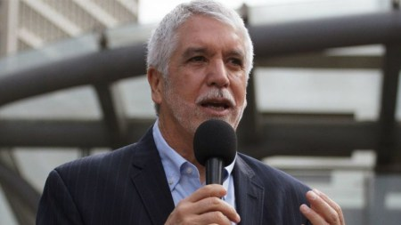 enrique peñalosa infraccion transito twitter