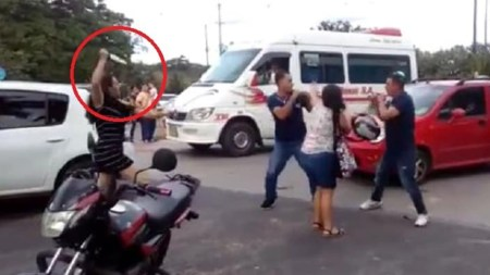pelea via comparendo mujer