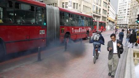 transmilenio bogota humo