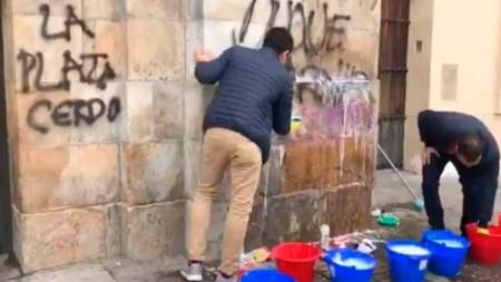 plaza de bolivar graffitis