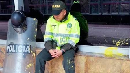 policia protestas pintura