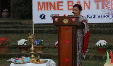 Purna Shova Chitrakar, fundadora y coordinadora de NCBL, hablando en un acto público © ICBL