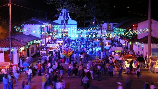 Tour de Luces Medellín - Alumbrado Navideño - Colombia - Plan Turístico