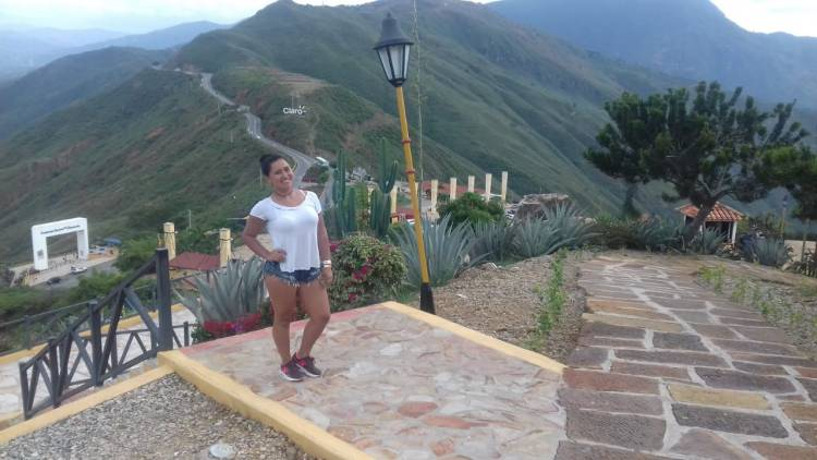 Danna Giraldo - Travel Agent - Colombia Viajes - ColombiaTours.Travel