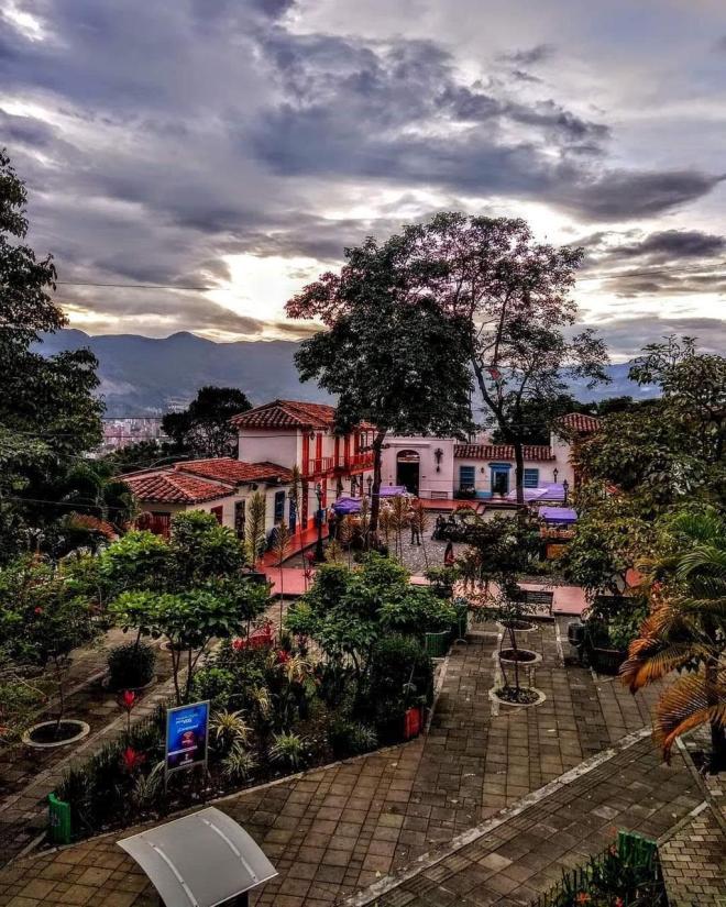 Cerro Nutibara-Medellín-Pueblito Paisa