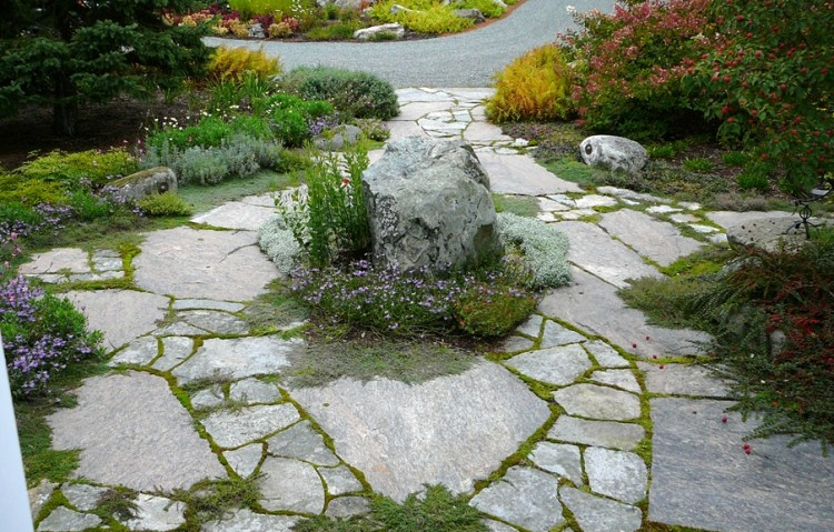 Colonial Classic Granite Random Flagstone Walkway