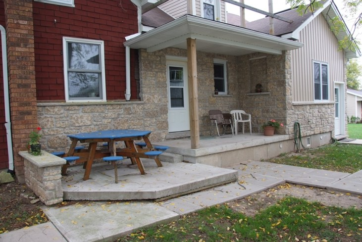Harvest Gold Limestone Tumbled Sawn Height House Front