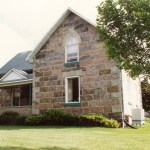 squared fieldstone split house