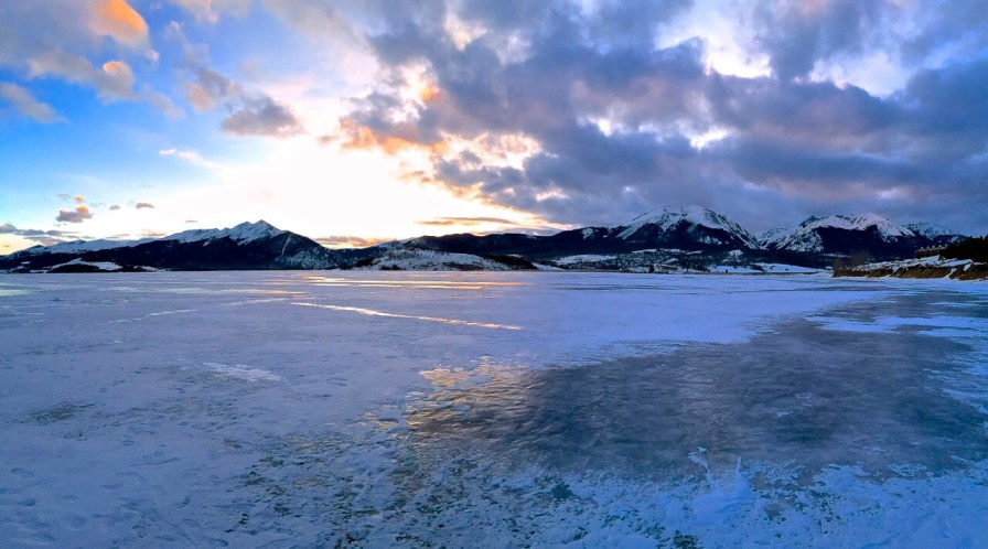 If you're a smart phone photographer, don't forget to try out the pano function every now and then to capture a little bit bigger sweep of Colorado's dramatic mountainscapes.