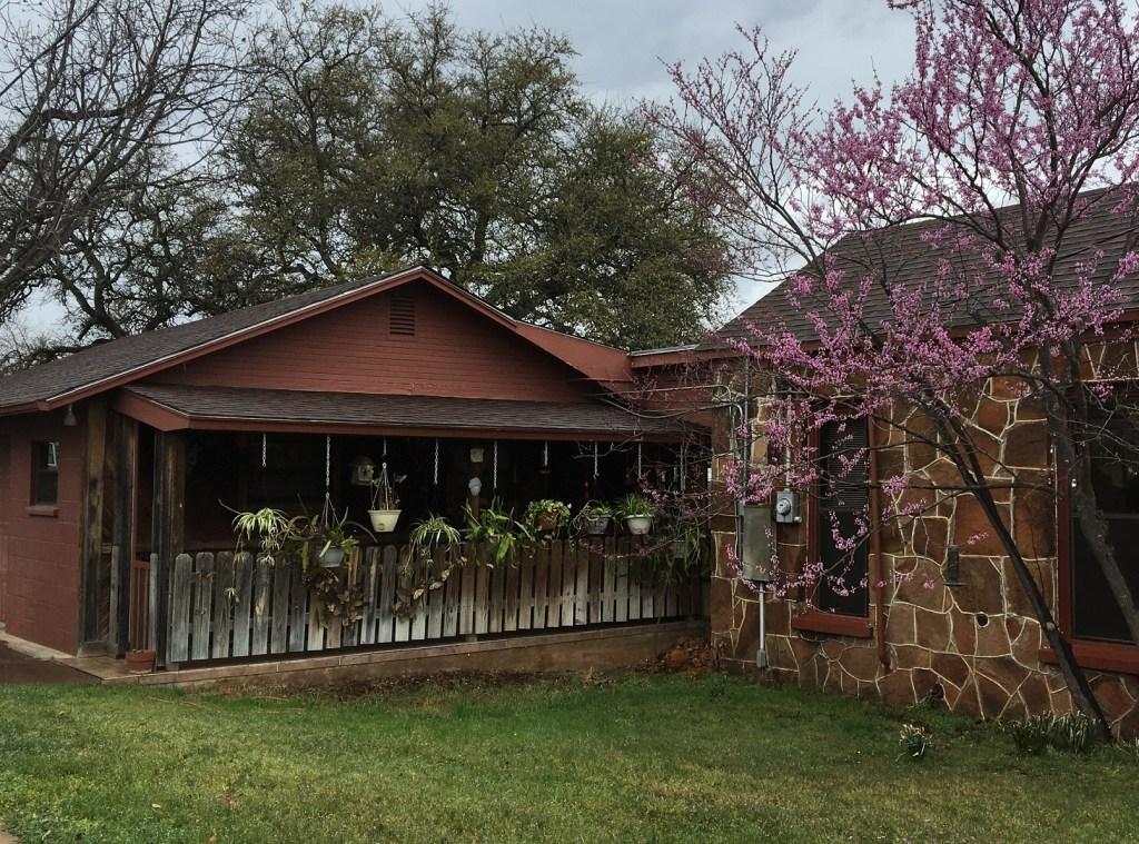 Llano_2021_HouseHangingPlants