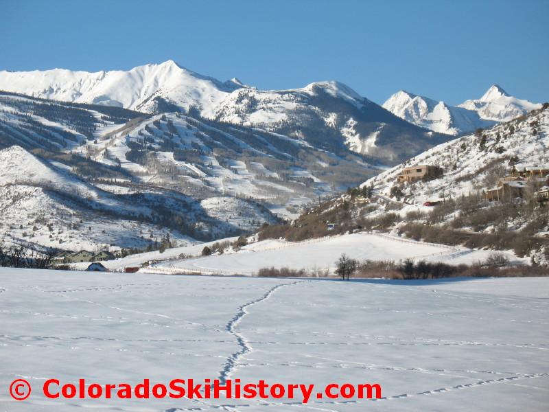 https://i1.wp.com/coloradoskihistory.com/images/snowmass_overview_feb09_0002.jpg