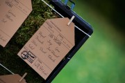 Colores-de-boda-seating-plan-detalle-maleta-laura-y-raul_0097