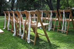 colores-de-boda-10-sillas-madera-encaje-laura-cesar
