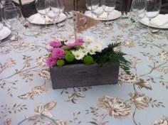 colores-de-boda-decoracion-centro-mesa-cajita-madera-flor
