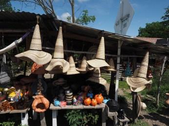 Verkaufsstand mit Hexenhüten