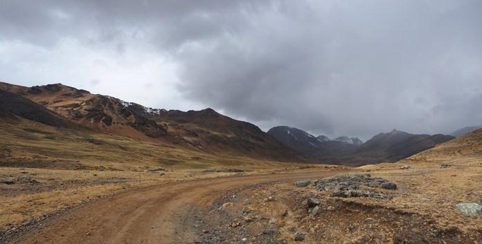 Farbige Berge und Strassen