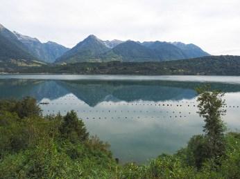 Muschelfarm im Estuario de Reloncavi