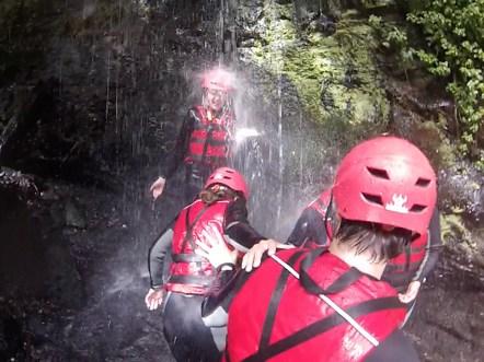 Eiskalt! In Brasilien waren die Wasserfallduschen um einiges wärmer...
